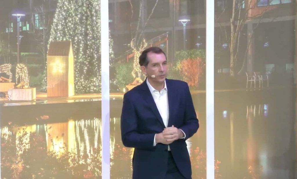 Considering all the health restrictions in place, Jacques Ripoll, Managing Director of Crédit Agricole Leasing & Factoring, held his first virtual and bilingual meeting with all French and international employees, connected remotely